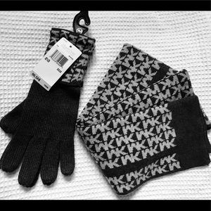 Micheal Kors scarf&&gloves
